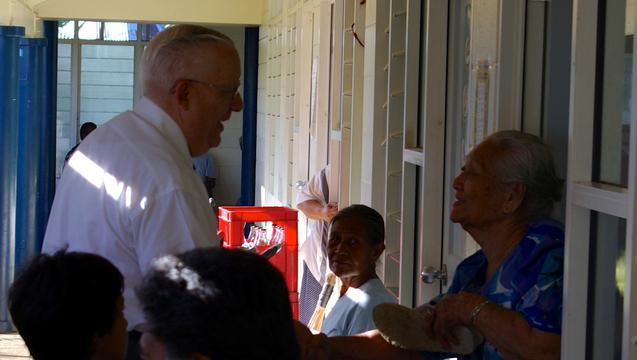 Разрушительный шторм приносит истинный дух Рождества мормонам в Самоа
